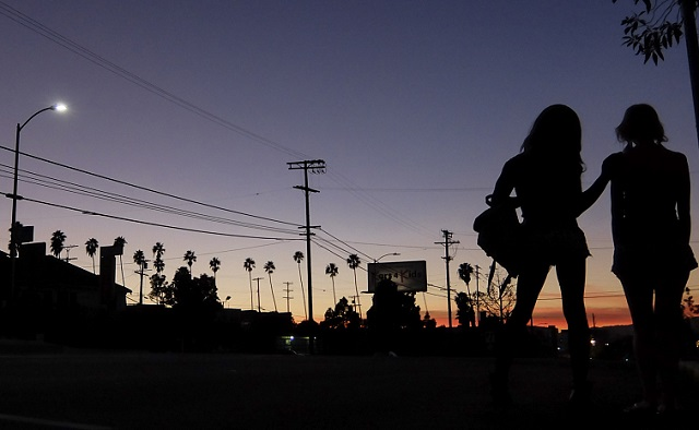 TANGERINE_still_two_girls_in_sunset